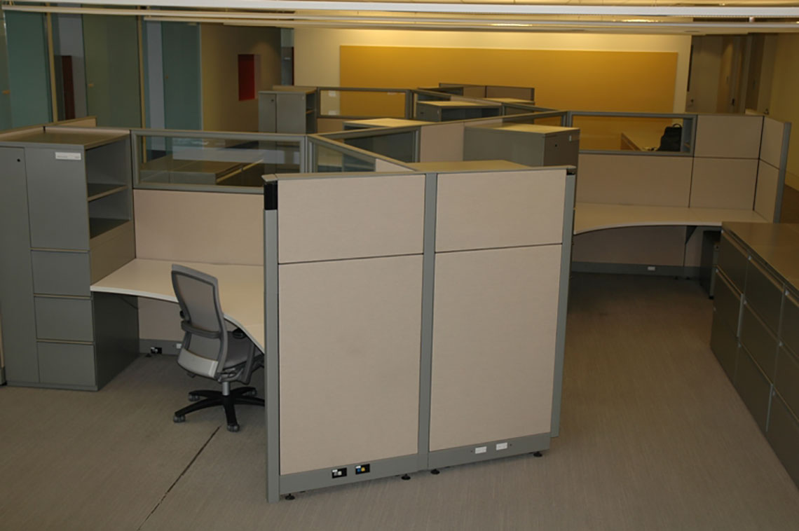 Pre-owned Curvilinear Cubicle Corporate Office Furniture