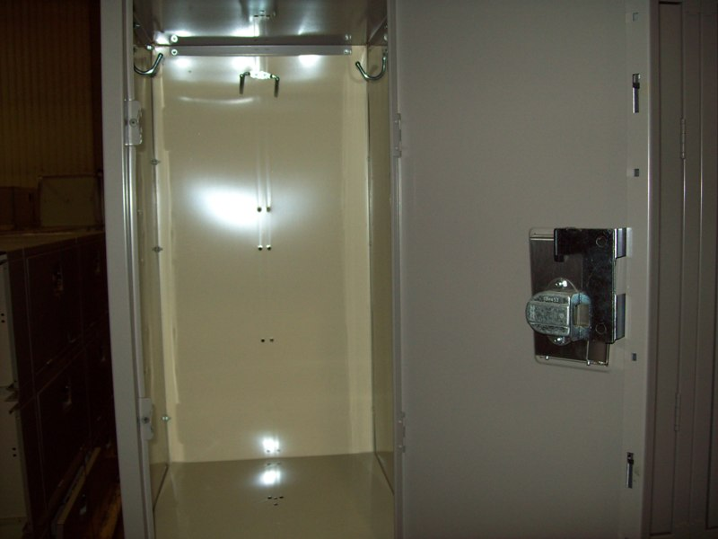 dr-grey-locker-inside